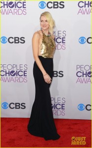 Naomi Watts amped up the game tonight as she appeared bold and flawless. An Alexander McQueen Resort '13 gown is a unique number, however it works for her. With that sexy open back, it's no wonder that this star has lots of things to smile about.